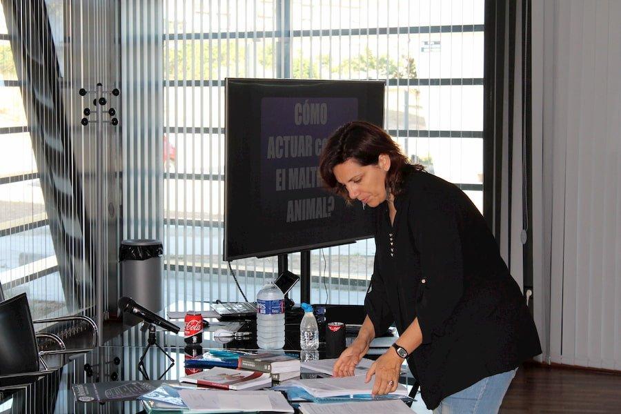 Raquel López Teruel en un curso de Maltrato Animal